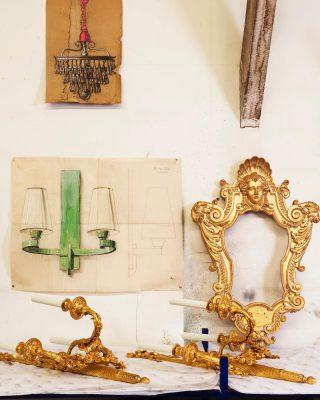 This is where the magic happens, in our atelier in Montreuil, with the best craftsmen ! 🛠💎💡 . . . #luxuryhome #lightdesigner #paris #delisleparis #bespokelighting #interiordesign #lighting #chandelier #lustre #savoirfaire #bronze #surmesure