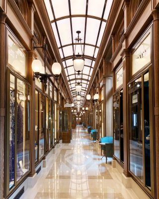 Bespoke lanterns in the Galerie of the @ritzparis Paris! How beautiful is this place ? . . . #luxuryhome #lightdesigner #paris #delisleparis #bespokelighting #interiordesign #lighting #chandelier #lustre #savoirfaire #bronze #surmesure #madeinfrance #french #ritz #Paris