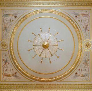 How stunning is this chandelier from below ? @shangrilaparis ✨ . . . #luxuryhome #lightdesigner #paris #delisleparis #bespokelighting #interiordesign #lighting #chandelier #lustre #savoirfaire #bronze #surmesure #shangrila #shangrilaparis #hotel #luxurioushotel