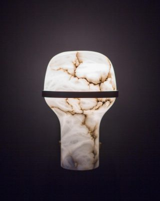 Alabaster details on Poinciana collection designed by @elliottbarnesarchitect 💎 . . . #luxuryhome #lightdesigner #paris #delisleparis #bespokelighting #interiordesign #lighting #chandelier #lustre #savoirfaire #bronze #surmesure #madeinfrance #designer #design #elliottbarnes #alabaster #steel #leather
